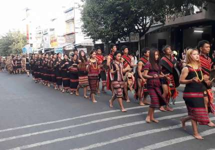 Rộn ràng lễ hội đường phố Kon Tum