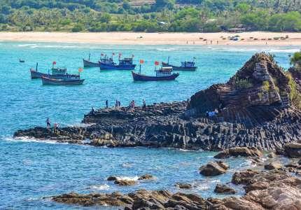 Xanh ngắt biển đảo Phú Yên ngày hè