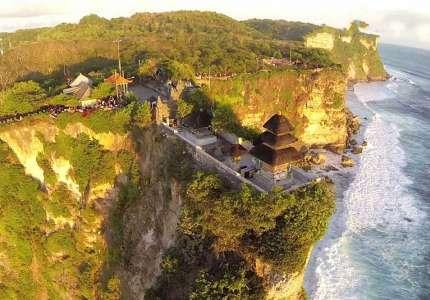 Tham quan ngôi đền Uluwatu trên đảo Bali