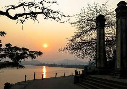 Ngắm hoàng hôn tại chùa Thiên Mụ xứ Huế
