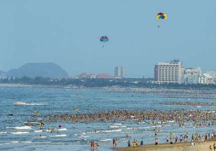 Rộn ràng điểm hẹn mùa hè biển Đà Nẵng 2020