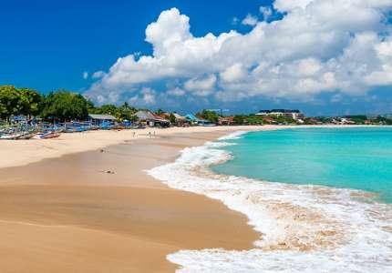 Những bãi biển du ịch Indonesia hút khách trong dịp hè