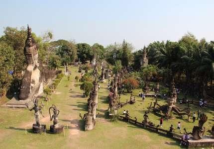 Công viên Phật giáo ở Lào có hơn 200 bức tượng Phật và Hindu