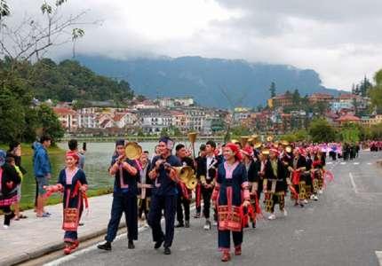 Rộn ràng lễ hội đường phố Sapa