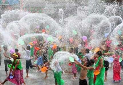 Những lễ hội té nước mới nhất bạn nên biết