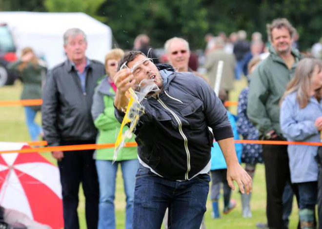 Lễ hội đập vỡ trứng của người Anh