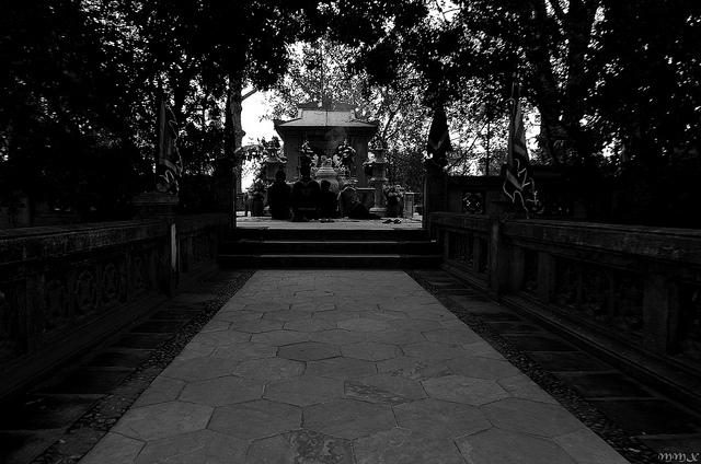 Ngôi mộ bí ẩn bên sông Đuống
