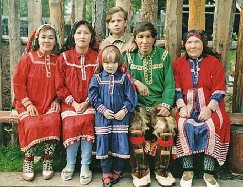 Tục cả làng đổi vợ đổi chồng của bộ tộc Orochi